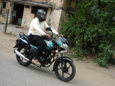 bajaj_discover100cc_11